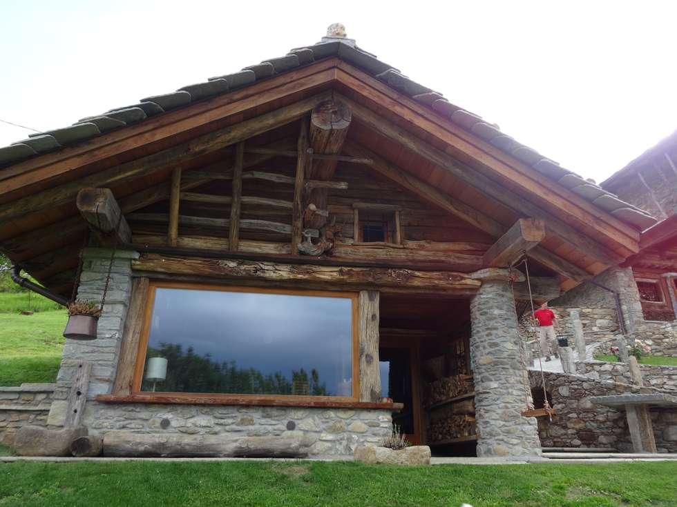 Calda cucina per baita di montagna: case in stile in stile rustico ...