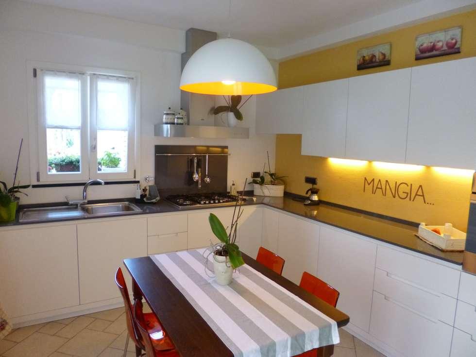 Casa degli ulivi, vivere fra terra a mare. Moneglia (Genova): Cucina in stile in stile Eclettico di BaBo Design - Barbara Sabrina Borello