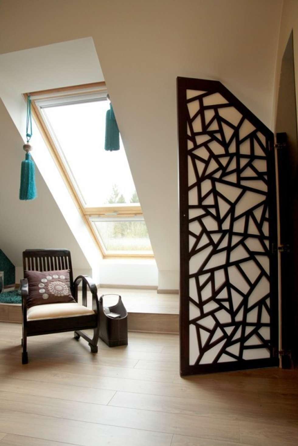 Custom made door for a closet: Dressing de style de style eclectique par Matahati