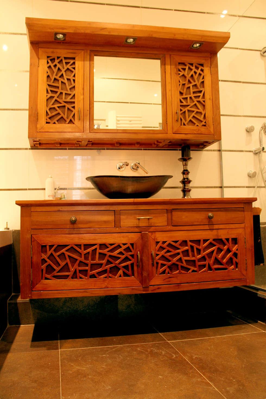 Custom made bathroom set.: Salle de bains de style  par Matahati