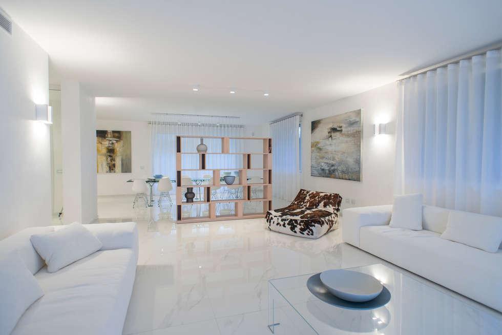 Interior Andrea Tommasi - : Soggiorno in stile in stile Moderno di Andrea Tommasi