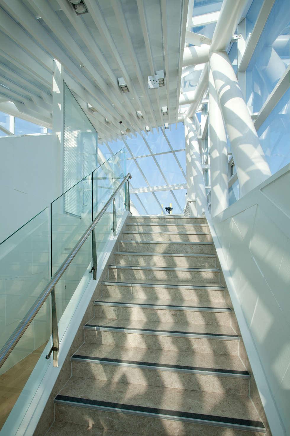 계단: NEOSPACE ARCHITECTS & ENGINEERS의  전시장