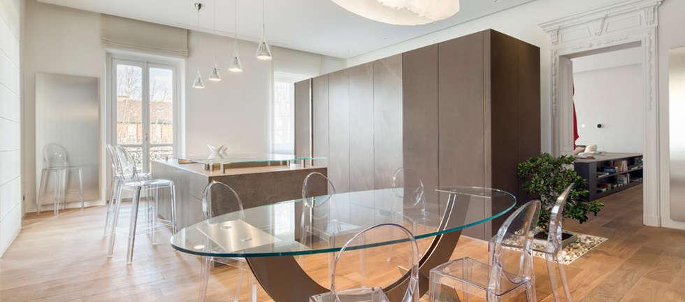 Un ambiente capace di trasformarsi: Cucina in stile in stile Minimalista di Andrea Bella Concept
