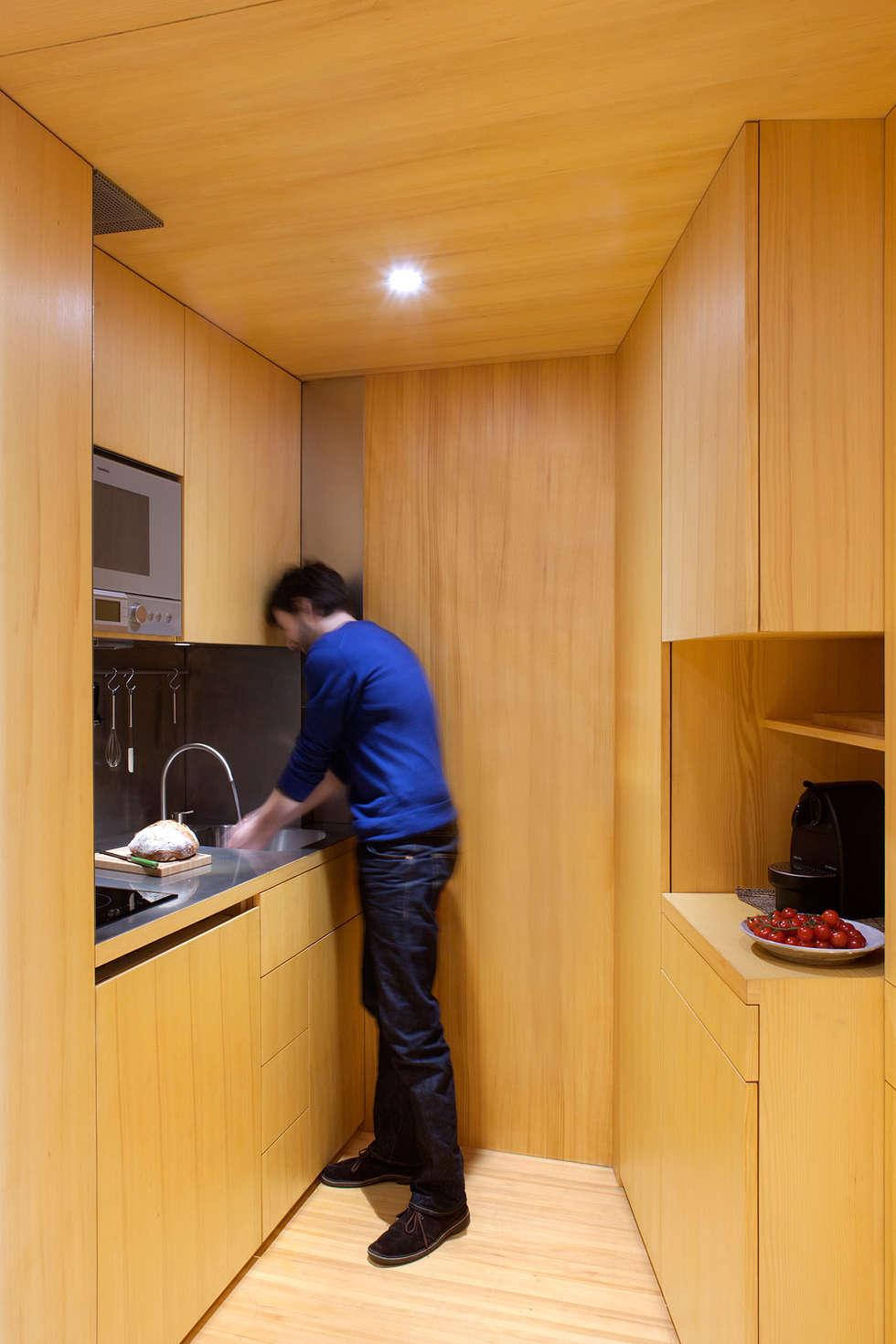 Photo Paul Kozlowski: Cuisine de style de style Scandinave par Fabienne Bulle architecte & associés