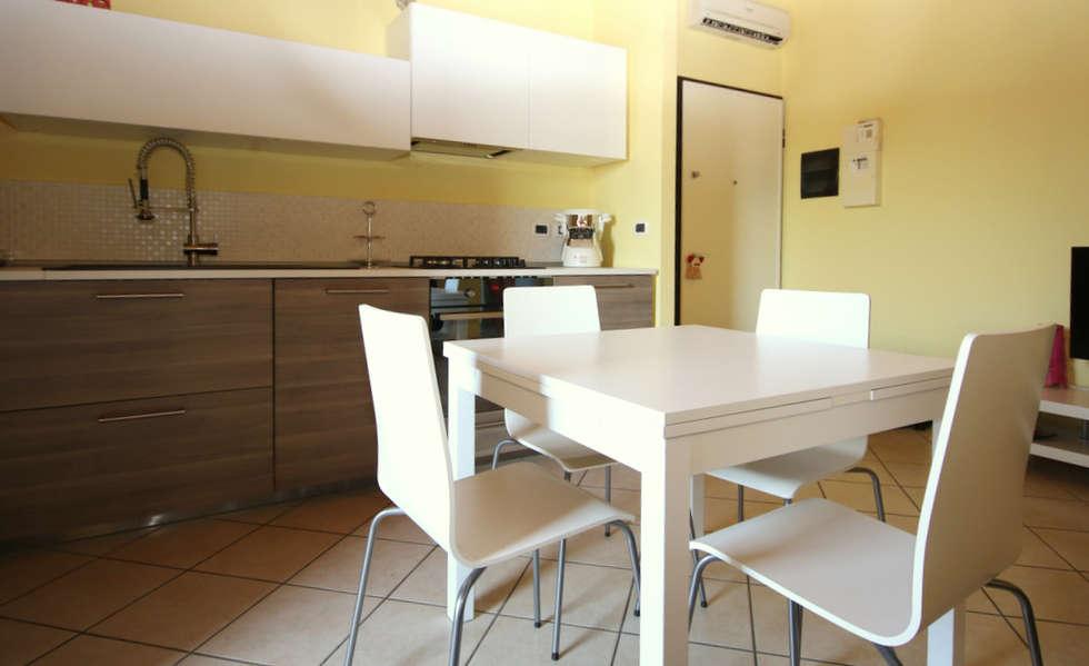 AGGIUNGI UN POSTO A TAVOLA: Cucina in stile in stile Moderno di TOBEHOME INTERIORS