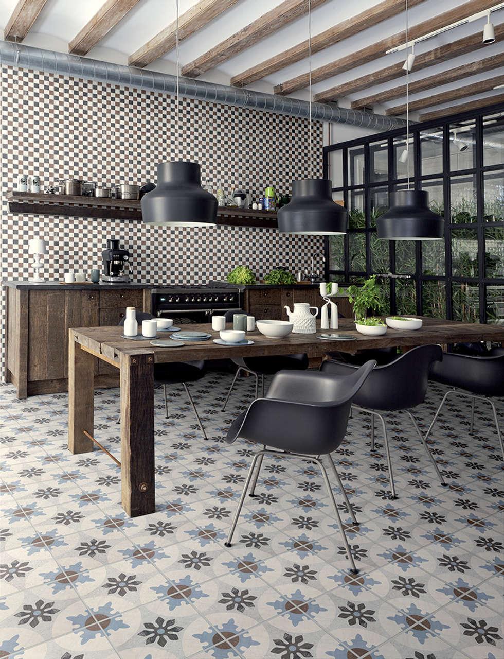 Cementine 20 e Black & White - Fioranese: Cucina in stile in stile Moderno di Ceramiche Addeo
