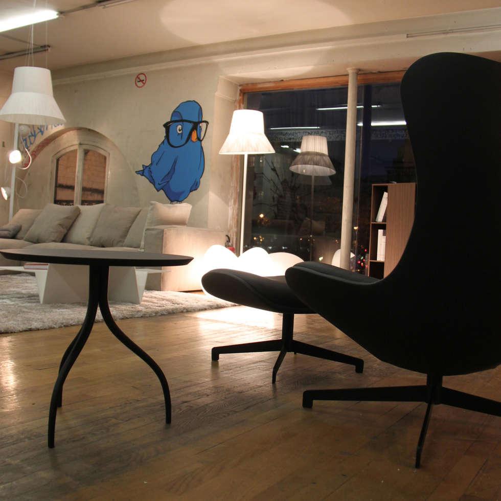 LIGNE ROSET - Scénographie ENTR'OUVERT par le STUDIOLOUISMORGAN: Espaces commerciaux de style  par STUDIO LOUISMORGAN