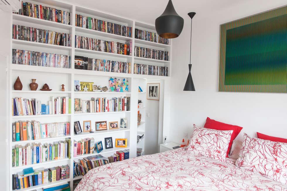 Bibliothèque ouverte: Chambre de style de style Moderne par Lise Compain