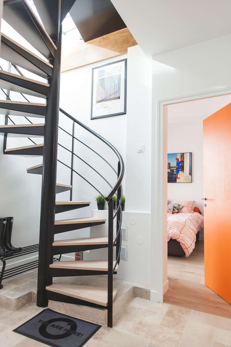 Escalier: Couloir et hall d'entrée de style  par Lise Compain