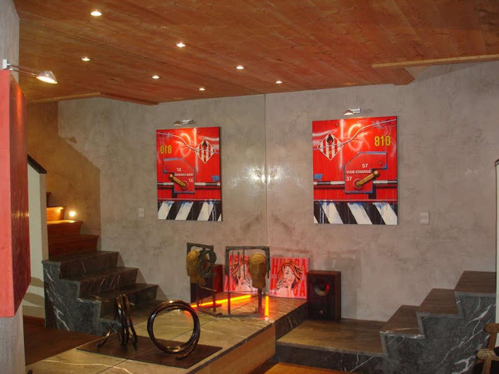 Ambiance contemporaine à la montagne: Salle à manger de style de style Moderne par Casavog