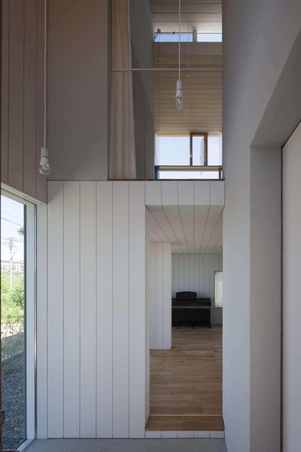 エントランス: ihrmkが手掛けた廊下 & 玄関です。