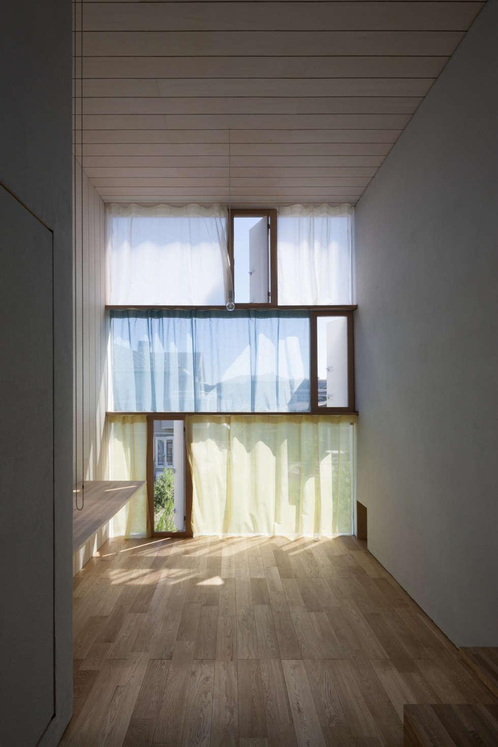 書斎東側の窓その1: ihrmkが手掛けた窓です。