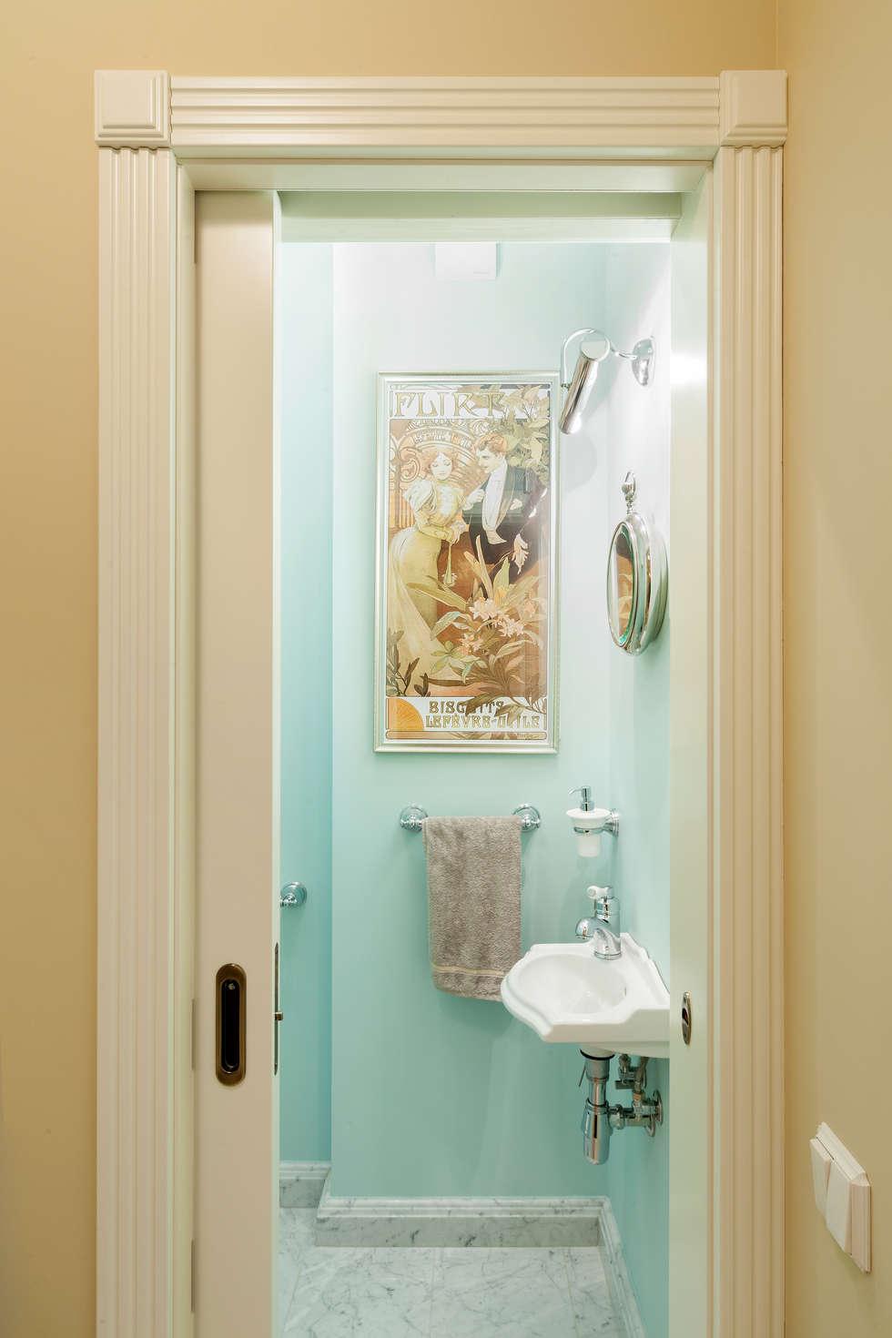 Вход в гостевой туалет: Ванные комнаты в . Автор – Ася Бондарева