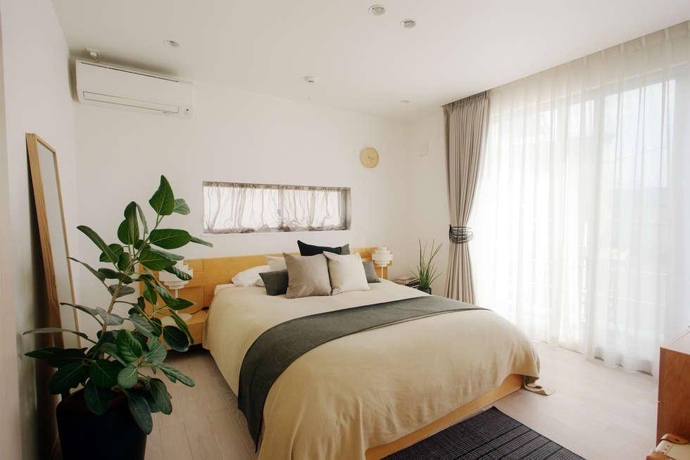 寝室: H建築スタジオが手掛けた寝室です。