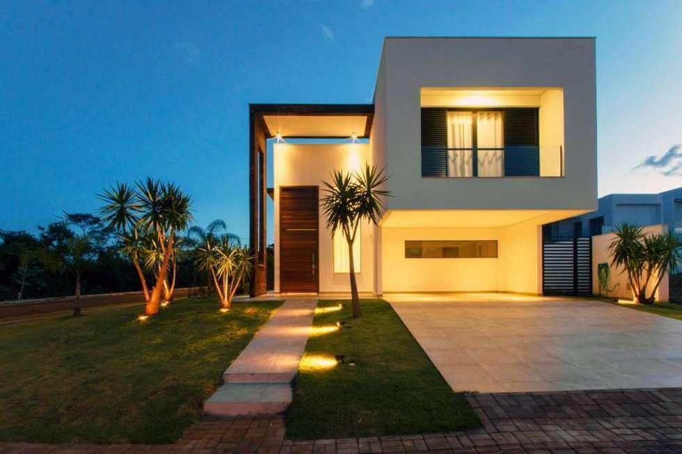Garagens e edículas minimalistas por Tony Santos Arquitetura