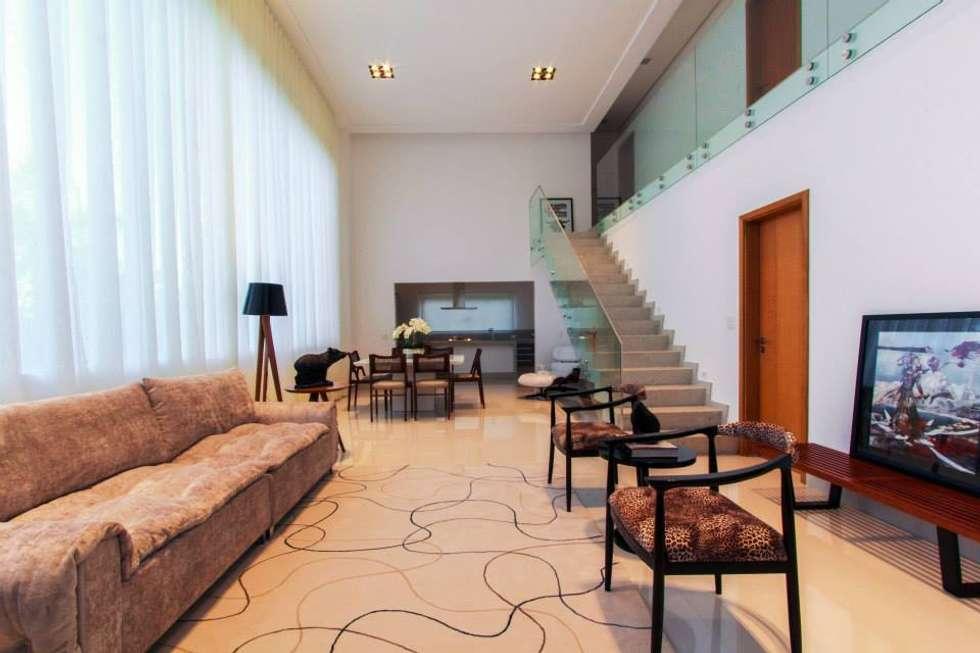 Salas de estar minimalistas por Tony Santos Arquitetura