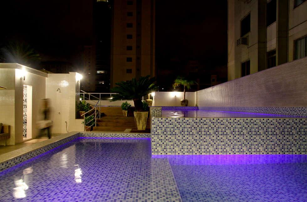 Piscina: Piscinas minimalistas por Daniela Vieira Arquitetura