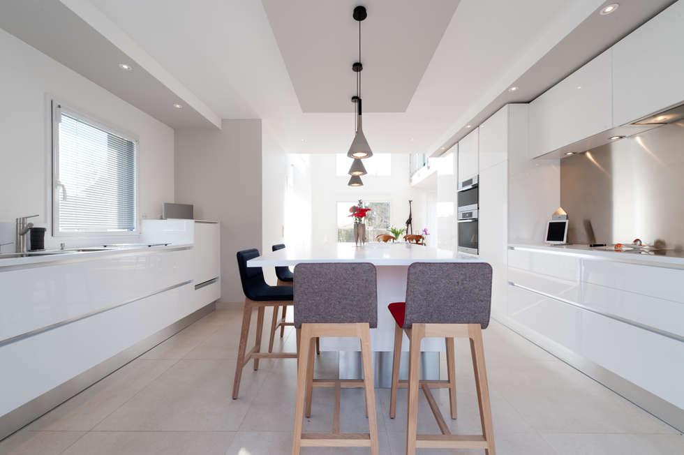 moderne k che bilder von la cuisine dans le bain sk. Black Bedroom Furniture Sets. Home Design Ideas