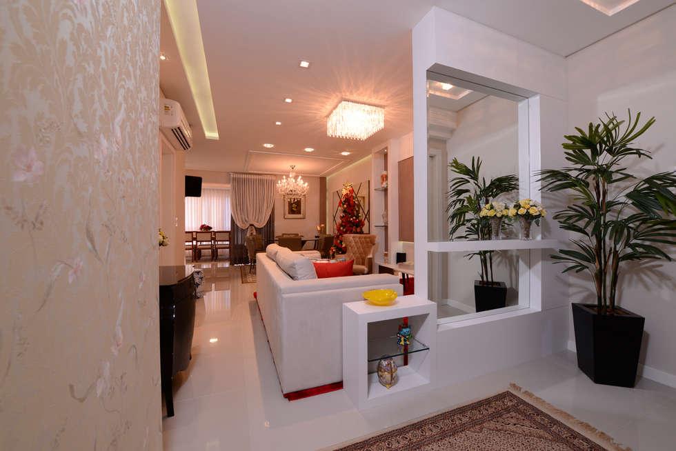 Ambiente Home: Salas de estar clássicas por Rosé Indoor Design