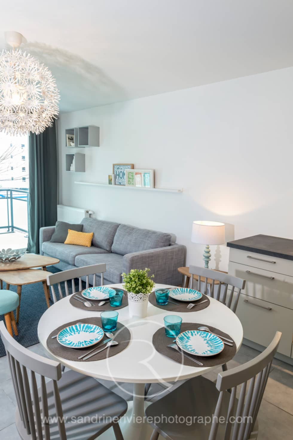 Salon appartement Témoin: Salon de style de style Scandinave par Sandrine RIVIERE Photographie
