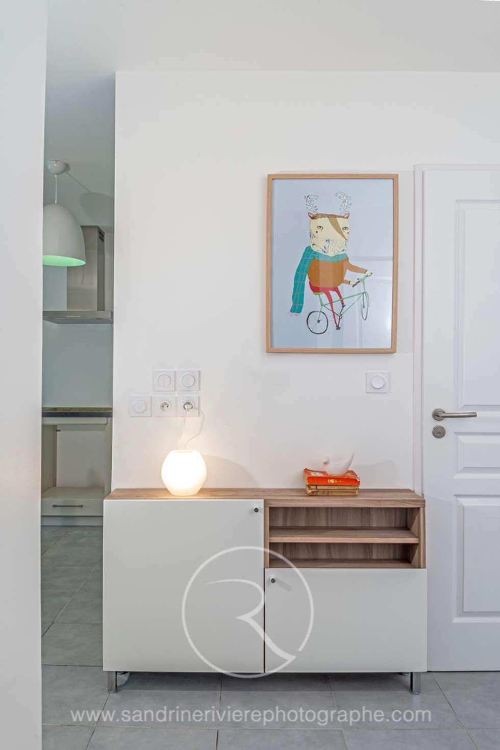 Entrée: Couloir et hall d'entrée de style  par Sandrine RIVIERE Photographie