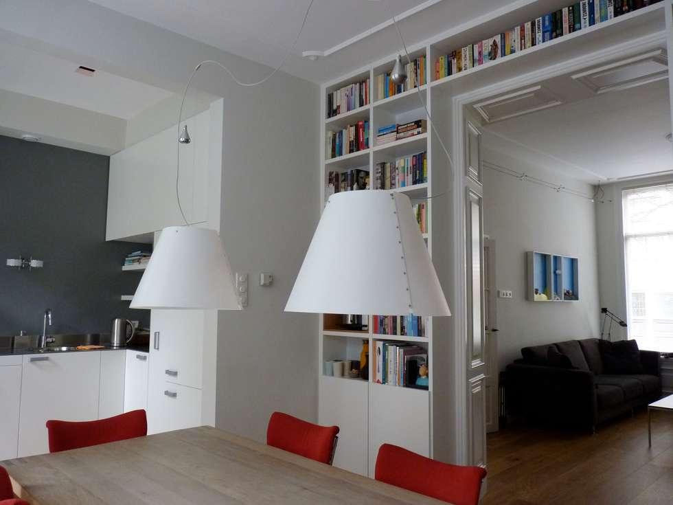 Boekenkast In Woonkamer : Boekenkast in separatie moderne woonkamer door gosker ontwerp