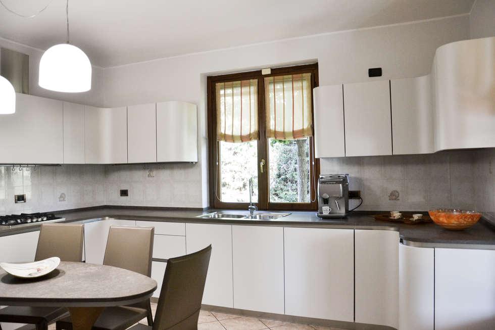 Ola20: Cucina in stile in stile Moderno di Architetti di Casa