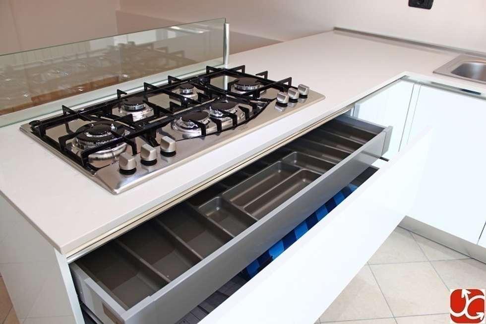 Dettagli: Cucina in stile in stile Moderno di OGARREDO