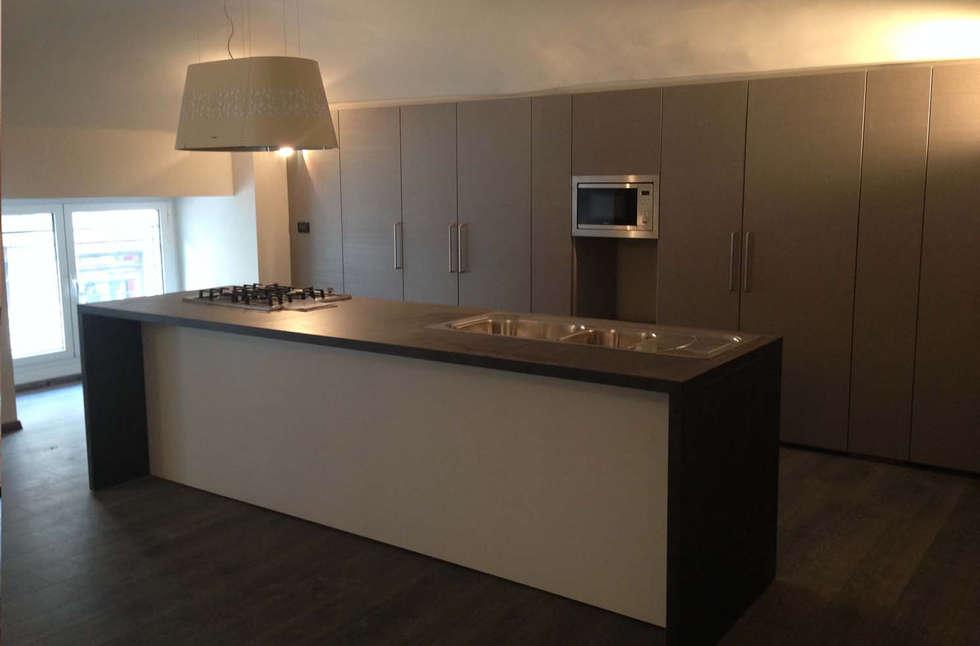 Cucina/sala pranzo: Cucina in stile in stile Minimalista di Studio PROJECT-TO