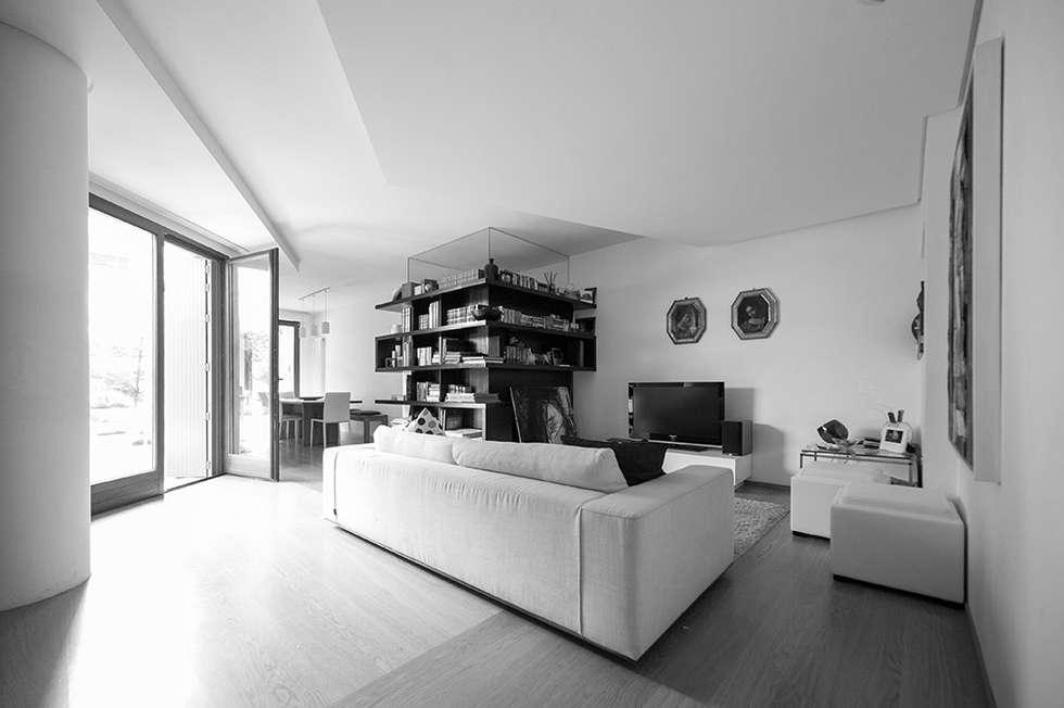 living: Soggiorno in stile in stile Moderno di bbprogetto