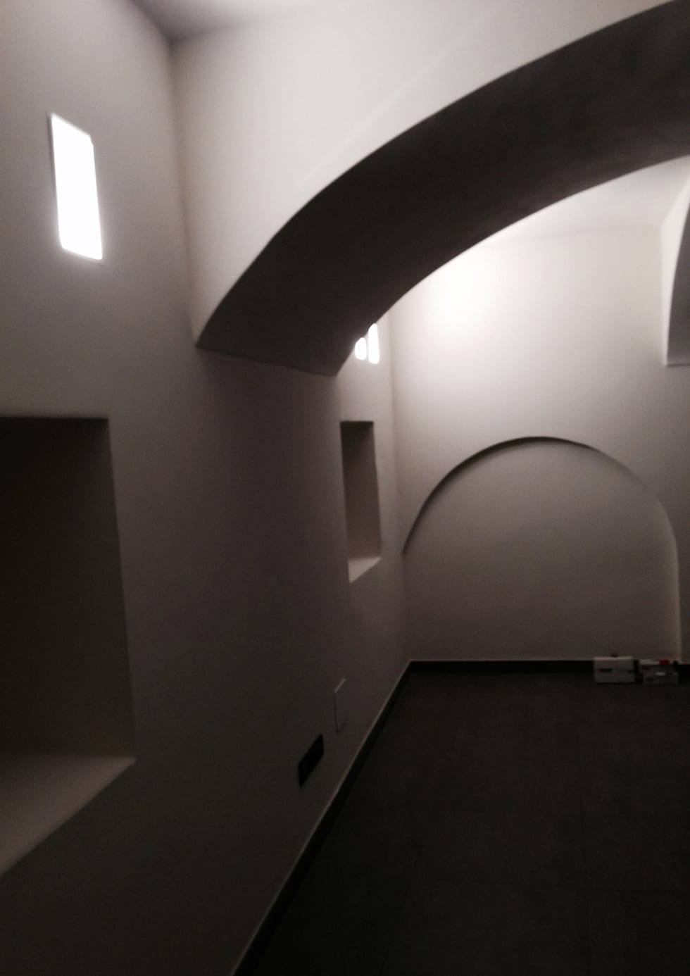 Palestra: Palestra in stile in stile Minimalista di Studio PROJECT-TO