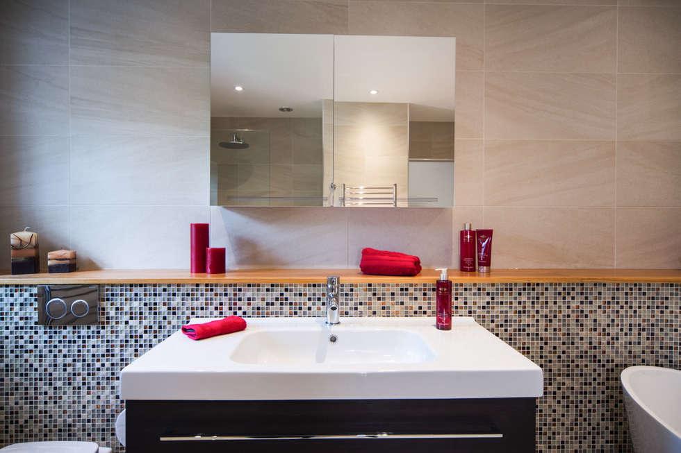 Mr & Mrs G, Woking: modern Bathroom by Raycross Interiors
