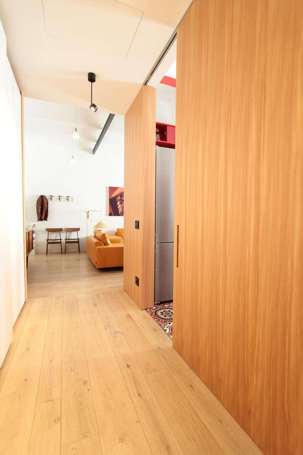 Corridoio: Ingresso & Corridoio in stile  di studio magna