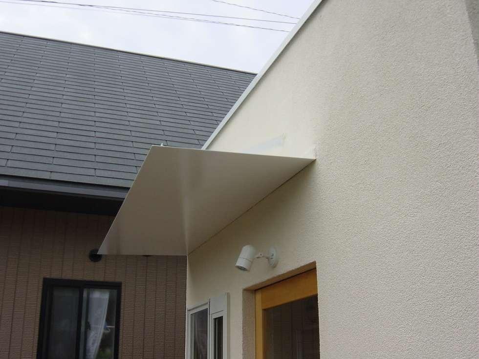 庇: 伊達剛建築設計事務所が手掛けた家です。