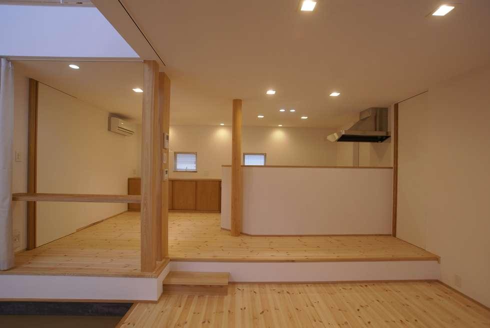 キッチンスペース: 伊達剛建築設計事務所が手掛けたキッチンです。
