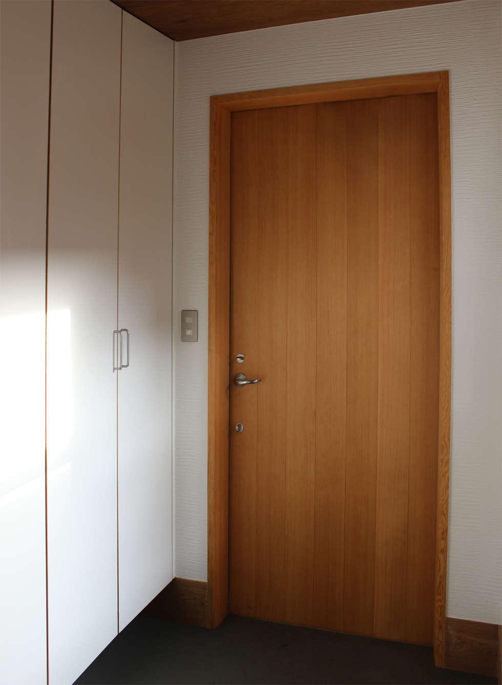 一里塚コートハウス: 竹内裕矢設計店が手掛けた窓です。