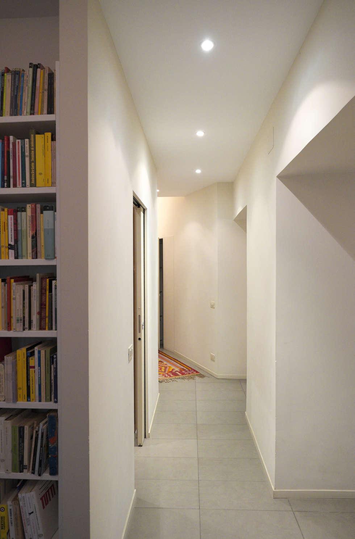 Corridoio: Ingresso & Corridoio in stile  di lastArch - lattanzistatellaArchitetti