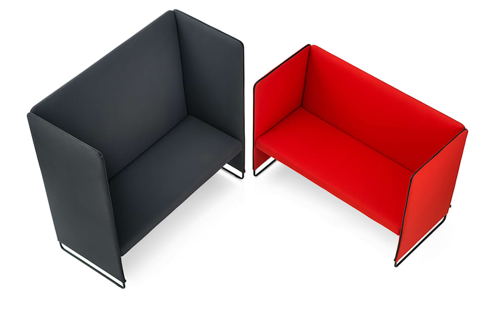 DESIGN: PEDRALI R&D  Zippo è un divanetto imbottito a due posti pensato per gli ambienti ufficio e contract: Hotel in stile  di Designer1995  Live Work Design