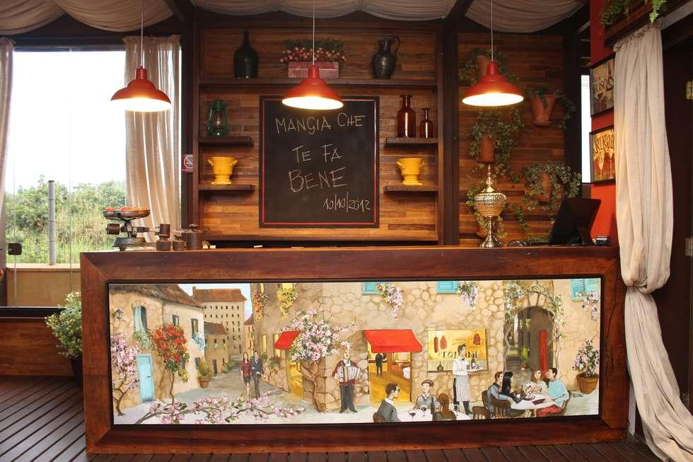Quadro  - Tofani Ristorante: Espaços gastronômicos  por ALA Arquitetura & Interiores