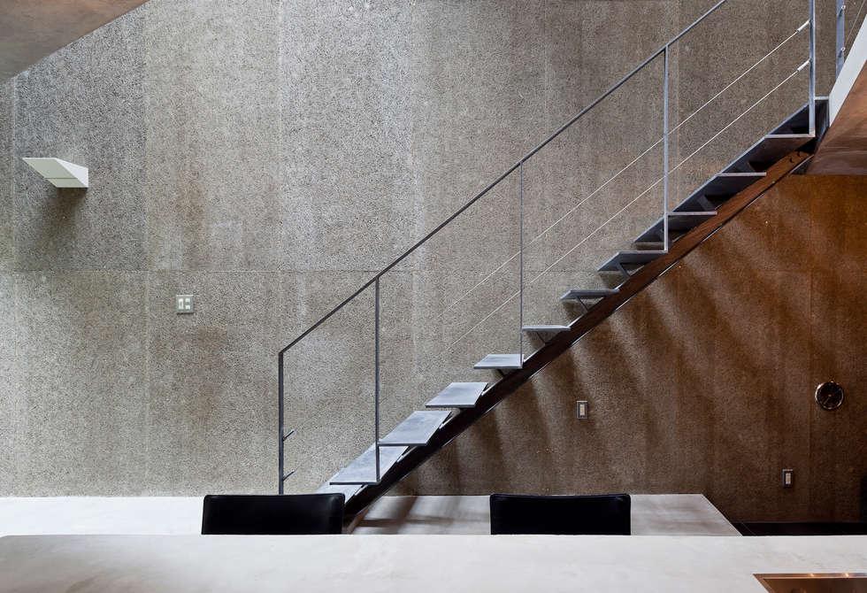 階段: プライム建築都市研究所が手掛けた廊下 & 玄関です。