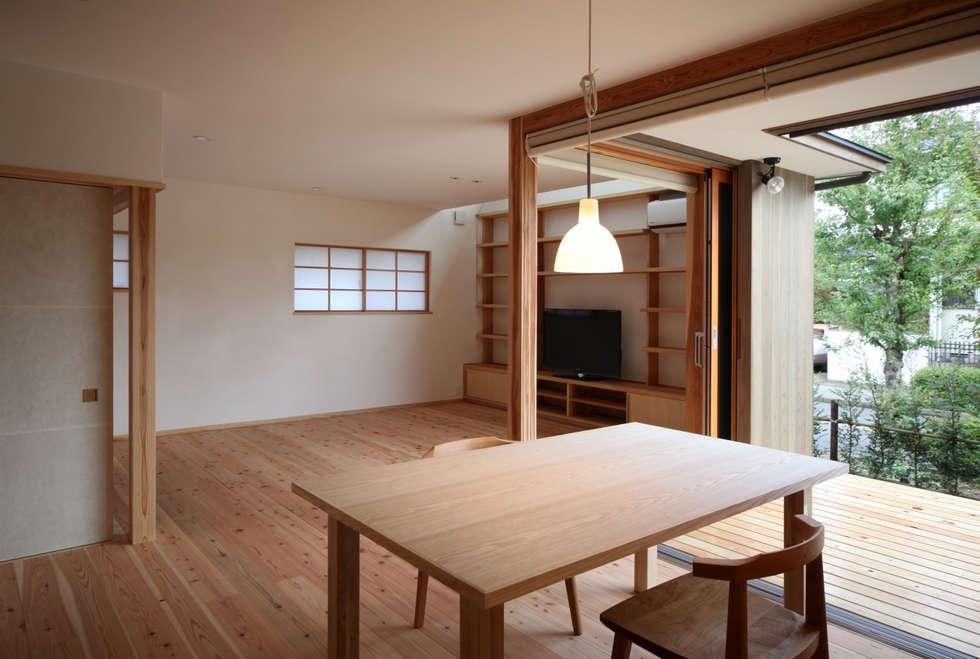 リビング・ダイニング: 瀧田建築設計事務所が手掛けたダイニングです。