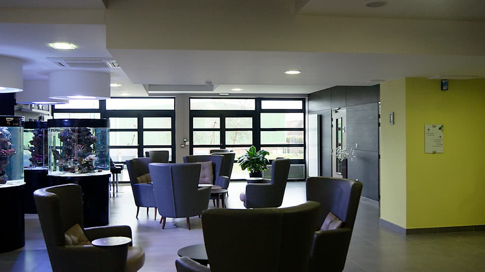 L'Agora: Hôpitaux de style  par CABINET AERTS