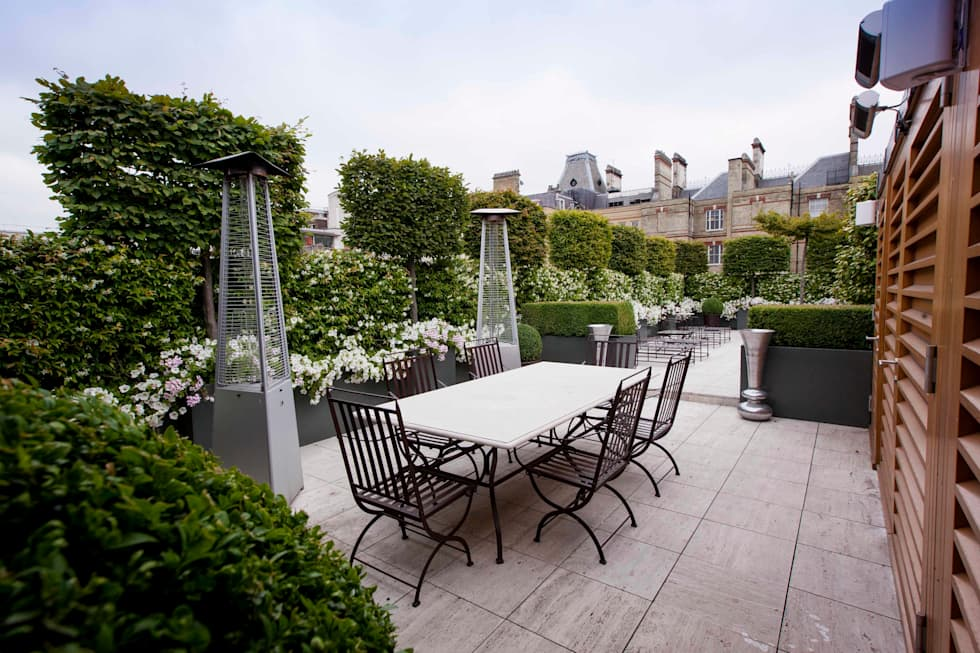 Somewhere to dine: modern Garden by Cameron Landscapes and Gardens
