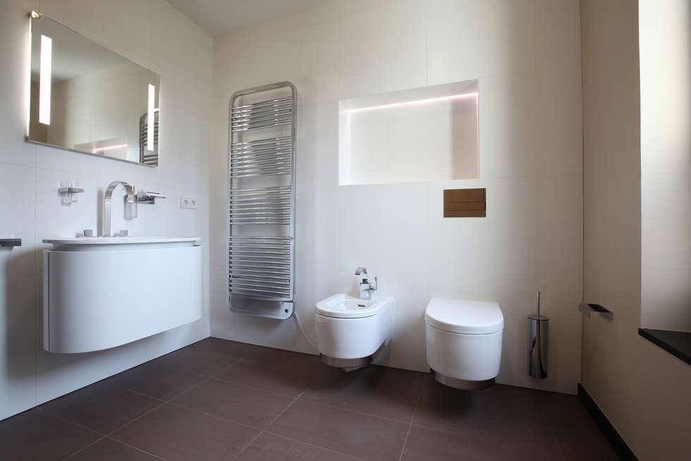 Санузел: Ванные комнаты в . Автор – Архитектурное бюро Лены Гординой