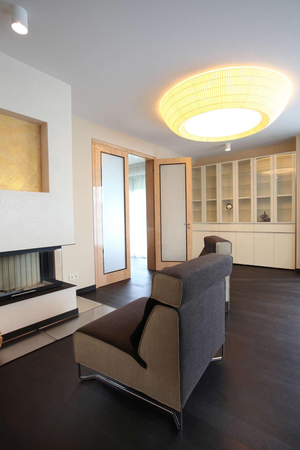 Гостиная, каминная зона: Гостиная в . Автор – Архитектурное бюро Лены Гординой