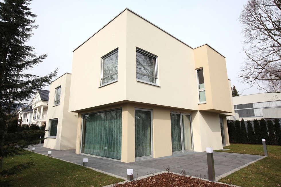 Дом вилла в Германии, г. Кронберг общий вид: Дома в . Автор – Архитектурное бюро Лены Гординой