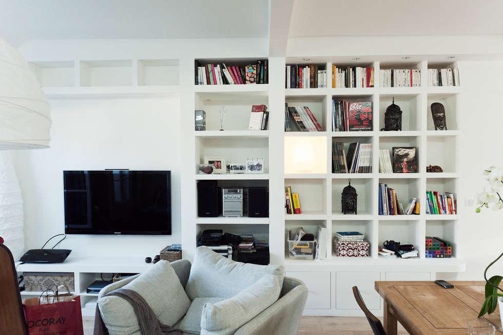 Bibliothèque effet maçonné: Salon de style de style Méditerranéen par Ateliers Safouane