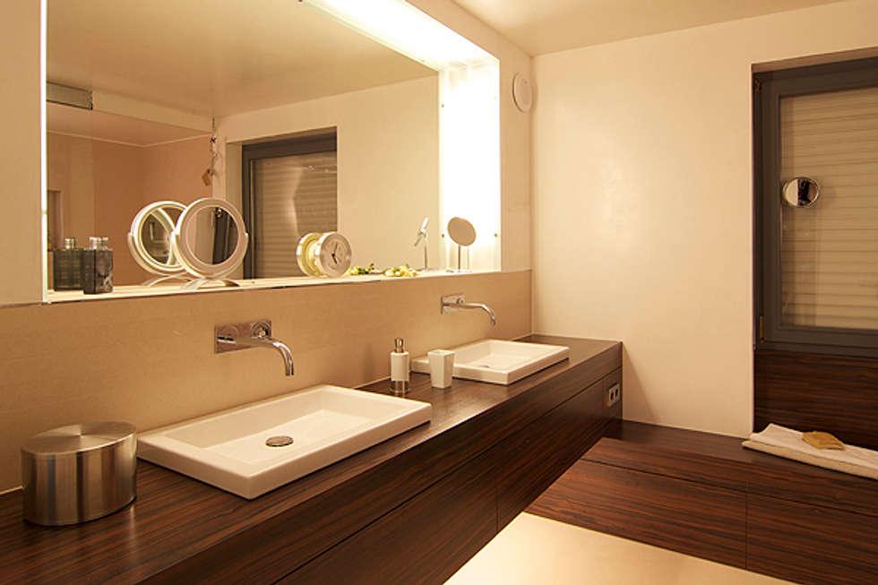 wohnhaus moderne badezimmer von b ro f r innenarchitektur