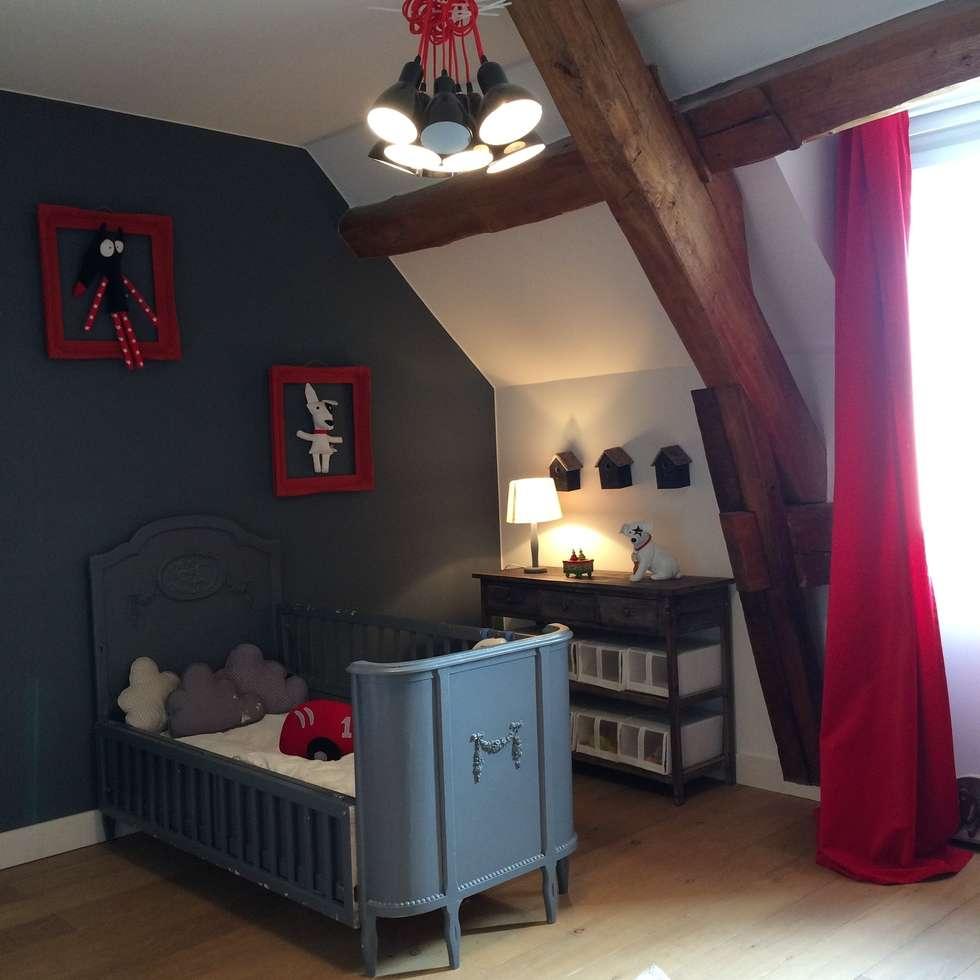 Chambre Garçon: Chambre d'enfant de style de style eclectique par At Ome
