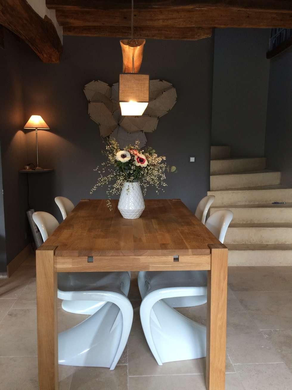 Salle à manger dans une ancienne longère: Salle à manger de style de style Moderne par At Ome